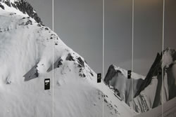 Schuhtrockner Schraenke beklebt mit Bergpaorama